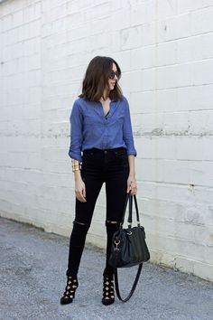 date-night-outfit-idea-chambray-shirt-black-ripped-jeans-cutout-booties-2.jpg (1000×1500)