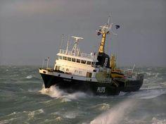 Pilot vessel Menkar