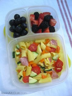 #MomFood #WorkLunch Leftover Gluten Free Pasta Salad, Organic Black Grapes, Mixed Berries packed in an #EasyLunchboxes container.