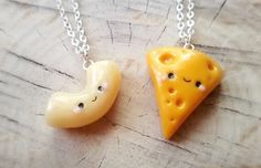34 Impossibly Cute Friendship Necklaces Your BFF Will Totally Love Crea Fimo, Polymer Clay Kawaii, Polymer Clay Charms, Polymer Clay Jewelry, Polymer Clay Miniatures, Polymer Clay Creations, Handmade Polymer Clay, Friendship Necklaces, Friend Necklaces