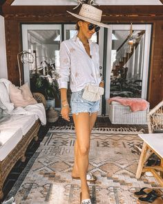7 Ways To Style Agolde Jeans Shorts Classy Outfits, Chic Outfits, Grunge Outfits, Short Outfits, Summer Outfits, Summer Clothes, Clothing Staples, Spring Shorts, Jeans Style