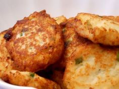 Cauliflower Horseradish Cakes for Passover -- Make this VEGAN by substituting Kosher egg replacer for the egg whites egg whites can be sub'ed with Ener-G Egg Replacer) Passover Menu, Passover Recipes, Jewish Recipes, Passover Desserts, Holiday Recipes, Great Recipes, Favorite Recipes, Yummy Recipes, Kosher Recipes