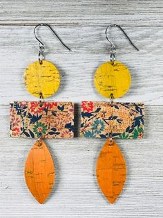 A pair of geometric earrings in leather on cork. I have used a floral design and added orange and yellow for accent. They are dangle earrings. Diy Ribbon Earrings, Fabric Earrings, Paper Earrings, Fabric Jewelry, Polymer Clay Earrings, Paper Jewelry, Wooden Earrings, Metal Jewelry, Jewelry Art