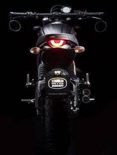 @Ducati #Scrambler @ItaliaIndependent ¡Una colaboración de lujo! #sunglasses #motorbikes #motos #gafasdesol