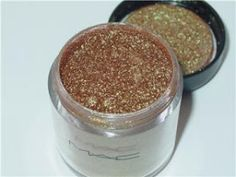MAC Old Gold pigment. Perfect with MAC antique green pigment.