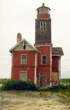 Mispillion Lighthouse, Delaware at Lighthousefriends.com.. abandoned.