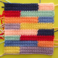 Filet Crochet, Scrap Crochet, Crochet Crafts, Granny Square Crochet Pattern, Crochet Stitches Patterns, Crochet Granny, Stitch Patterns, Confection Au Crochet, Knitting For Kids