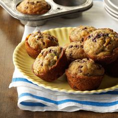 Zucchini-Chocolate Chip Muffins Recipe- These also make great mini muffins. Bake for about 13 minutes, makes 34 mini muffins. Zucchini Chocolate Chip Muffins, Zucchini Muffins, Recipe Zucchini, Zucchini Cake, Scones, Zucchini Desserts, Fanta, Make Ahead Breakfast, Recipes