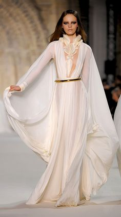 ✜ Stéphane Rolland - Couture - Spring-Summer 2012  ✜ http://en.flip-zone.com/fashion/couture-1/independant-designers-41/stephane-rolland-2526