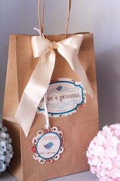 As Lembrancinhas de casamento também pedem embalagens! Que tal embalar com um jeito diferente e sustentável? As sacolas kraft são lindas e charmosas! Aposte