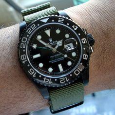 Rolex GMT II in schwarz. Die Uhr hat was!