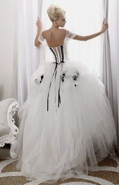 White wedding dress. All brides dream of having the most appropriate wedding day, but for this they require the most perfect wedding gown, with the bridesmaid's dresses complimenting the brides-to-be dress. The following are a number of ideas on wedding dresses.