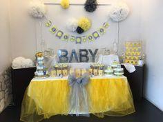 Sweet table protagonista. Allestimento grigio e giallo per sviluppare decorazioni con tanti piccoli gufi. Per un Baby shower originale e divertente.