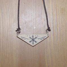 bijoux Collier flocon de neige dessiné sur bois