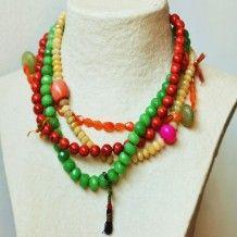 Otra joya para nuestra coleccion de alhajas, diseñadas por Virginia Abascal para Laibajan. Collar  de tres vueltas con coral, jade y cristales de colores. En www.laibajan.es