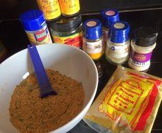 Zelf kruidenmixen maken -> Nasi/Bami kruidenmix Dutch Recipes, Asian Recipes, Good Food, Yummy Food, Homemade Seasonings, Indonesian Food, Canning Recipes, Dinner Is Served, How To Cook Pasta