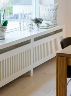 ▷ great ideas for wooden windowsills in your home Windowsill wood white lacquered cushion and decoration with flowers Home Radiators, Radiator Cover, Window Sill, Home Living Room, Home Projects, Family Room, New Homes, Sweet Home, Loft