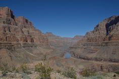 Midden in de Grand Canyon voelen we ons pas echt klein! Wat is dit overweldigend mooi en groot! Wauw..!  Meer weten over deze bestemming? http://to.kras.nl/pinterest_verenigde-staten
