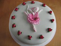 Angelina Ballerina cake by Ebetys, via Flickr