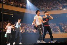 Cnblue Yonghwa, Cn Blue, Jung Yong Hwa, Tokyo, Waves, Japan, Concert, Stage, Tokyo Japan