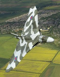 An RAF Avro Vulcan strategic bomber. The Avro Vulcan (later Hawker Siddeley Vulcan from July is a jet-powered tailless delta wing high-altitude strategic bomber, which was operated by the Royal Air Force (RAF) from 1956 until Military Jets, Military Aircraft, Fighter Aircraft, Fighter Jets, Photo Avion, V Force, Avro Vulcan, Delta Wing, Falklands War