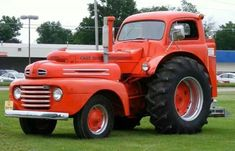 The WMT Tractor ride was in town. and I noticed this neat old Ford truck/tractor conversion setting in a camping area. Antique Tractors, Vintage Tractors, Old Tractors, Small Tractors, Vintage Farm, Weird Cars, Cool Cars, Custom Trucks, Custom Cars