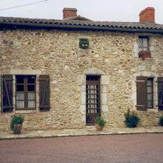 La ferme de La Gidalière aujourd'hui, berceau des mes ancêtres. À lire sur le blog www.murmuresdancetres.blogspot.fr © coll. personnelle