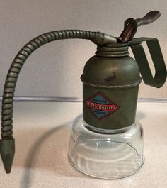 Made in Italy. Vintage Oil Cans, Camping Stuff, Flexibility, Home Appliances, Italy, Canning, Retro, Green, How To Make