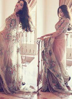 Vivid Sonam Kapoor Saree In Net Saree Floral Embroidery Work Net Saree Designs, Saree Blouse Designs, Bollywood Designer Sarees, Bollywood Saree, Bollywood Fashion, Trendy Sarees, Stylish Sarees, Latest Indian Saree, Indian Sarees