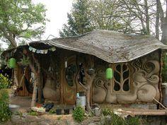 Hobbit house anyone? love this, Said it is a Cobb house