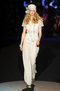 Anna Sui Spring 2012 Runway - Anna Sui Ready-To-Wear Collection - ELLE