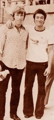 Awesome old school photo: Bruce Lee and Chuck Norris.