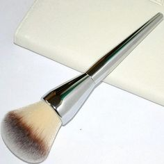 Pelo Sintético de Calidad profesional Único Cepillo Del Maquillaje componen la Fundación Contour Brush Tamaño Grande de Plata