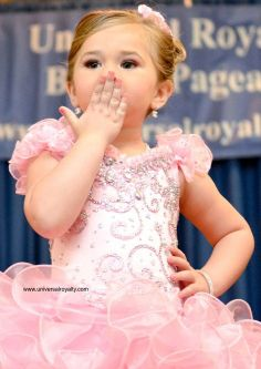 Here is a pageant KISS to you from Universal Royalty® Beauty Pageant. universalroyalty.com #universalroyalty #toddlersandtiaras #glitzpageants #beautypageants #pageants #pageant