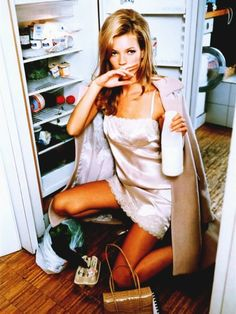 lol, Kate Moss...pretending she eats.