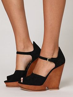 Love these shoes, but probably wouldn't be able to walk.