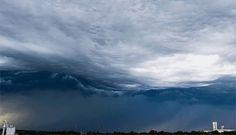 意志を持ったような畏怖のウネリ、米ネブラスカ州に発生したアスペラトゥス波状雲の映像