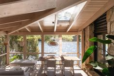 Inside, the cabin features bright, cosy rooms and ever-present views of the water. Old Cabins, Wooden Cabins, Plan Chalet, Contemporary Cabin, Small Log Cabin, New Staircase, Glazed Walls, Cosy Room, Modernisme