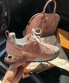 Image discovered by ℱℛᎯℕℂℰЅℂᎯ. Find images and videos about shoes, bag and Louis Vuitton on We Heart It - the app to get lost in what you love. Sneakers Fashion, Fashion Shoes, Shoes Sneakers, Chanel Sneakers, Uk Fashion, Style Fashion, Shoes Sandals, Timberland Boots Outfit, Timberland Waterproof Boots