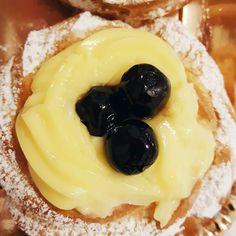 È San Giuseppe e quindi vi lascio questo primo piano ravvicinato di una zeppola perché sì. #zeppole #food #letthemeatcake #vsco