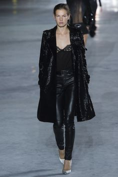 Saint Laurent Spring 2018 Ready-to-Wear  Fashion Show - Roos van Elk