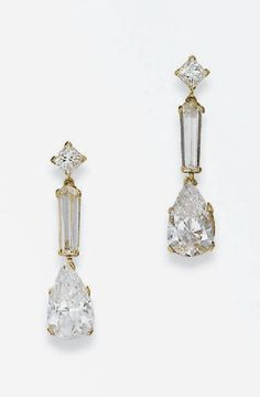 A PAIR OF DIAMOND AND GOLD EAR PENDANTS