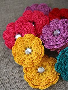 bright crochet flowers - Click image to find more DIY & Crafts Pinterest pins