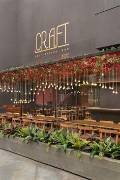 detalhe das flores+luminarias  CRAFT Restaurant / Sameep Padora & Associates - Mumbai, Maharashtra, India