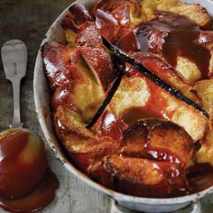 Bread pudding with caramel sauce-get from carlos Sweet Desserts, Sweet Recipes, Delicious Desserts, Dessert Recipes, Yummy Food, Awesome Desserts, Supper Recipes, Tray Bakes, I Foods