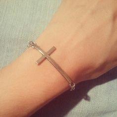 Cross bracelet & cross earrings $7.30/5.90€ shop online: http://maipendant.ecarty.com/public/producto/83101