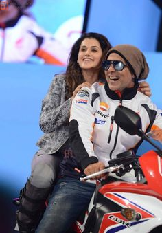 Picture featuring Taapsee Pannu, Akshay Kumar - Akshay & Taapsee at the Launch of New Honda Motorcycle Photo New Honda Motorcycles, Akshay Kumar Style, Taapsee Pannu, Bollywood Stars, Celebs, Celebrities, Beautiful Indian Actress, Indian Actresses, Pink Girl