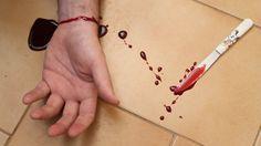 Aprenda como fazer passo a passo o sangue falso e aproveite para fazer pegadinhas engraçadas com seus amigos nesse Dia das Bruxas.