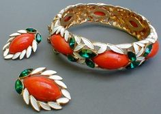This stunning Marvella set features enamel leaves.  What a statement maker. The clip earrings scream 1950s style