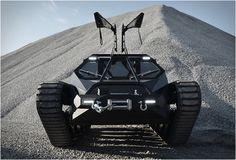 SUPER TANQUE DE LUXO RIPSAW EV 2  Senhoras e senhores, apresento o Ripsaw EV2, um veículo ameaçador que representa o auge do design para um veículo rasteiro. Desenvolvido por especialistas, o super tanque de luxo é alimentado com um motor insano!